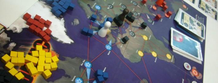 Primer plano del tablero del juego Pandemic