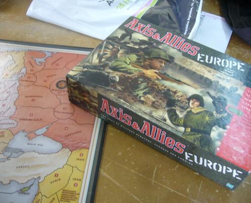 Axies & Allies, caja y tablero del juego
