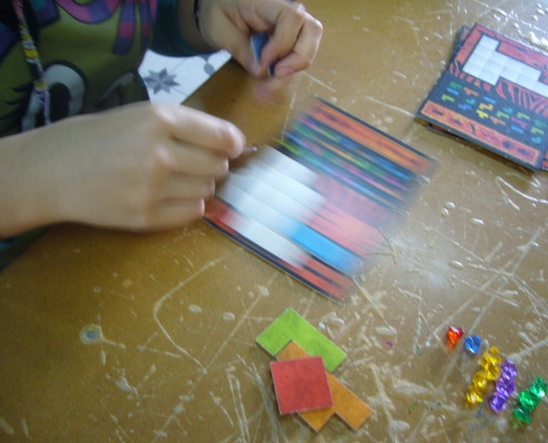 Detalle de un tablero de juego del Ubongo