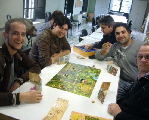 Partida a cuatro jugadores al juego Bombay