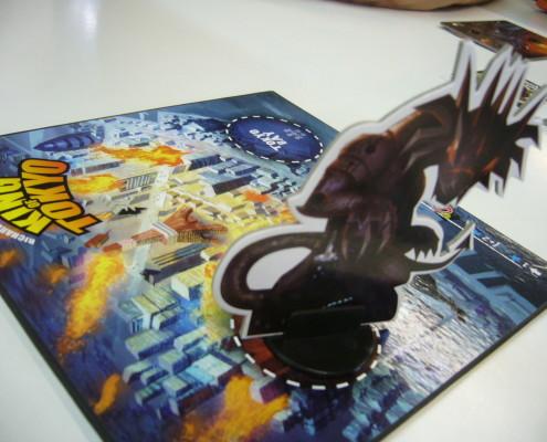 Primer plano del tablero del juego King of tokyo