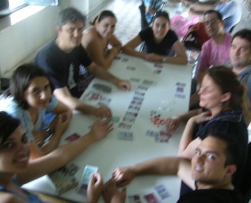 Partida de varios jugadores al juego de mesa Bote Salvavidas