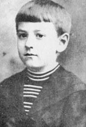 Howard_Phillips_Lovecraft_-_circa_1900